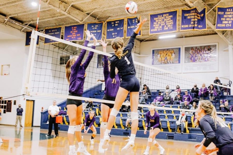 Cassidy Crawford goes high above defenders for the point.